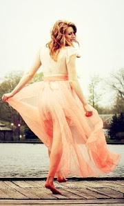 Download Wedding Dress Designs Wallpapers 1.0 APK